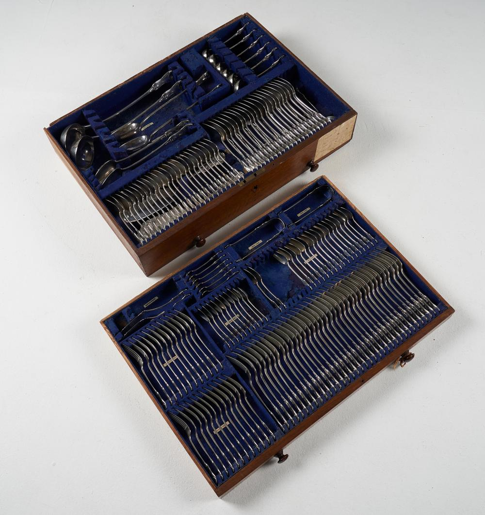 A fine quality suite of sterling silver Kings pattern cutlery, Robert Gray and Sons, Glasgow 1834,