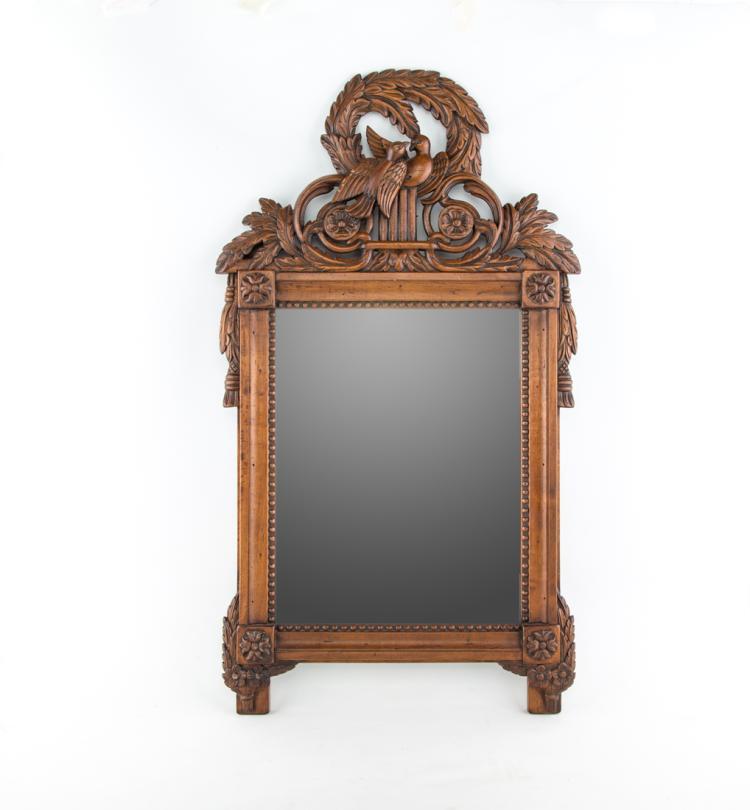 Coppia di specchiere in legno di noce. | Pair of walnut wood mirrors