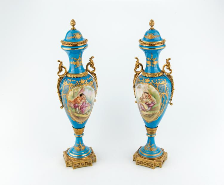 Coppia di Potiches in porcellana di Limoges. | Couple of potiches in Limoges porcelain