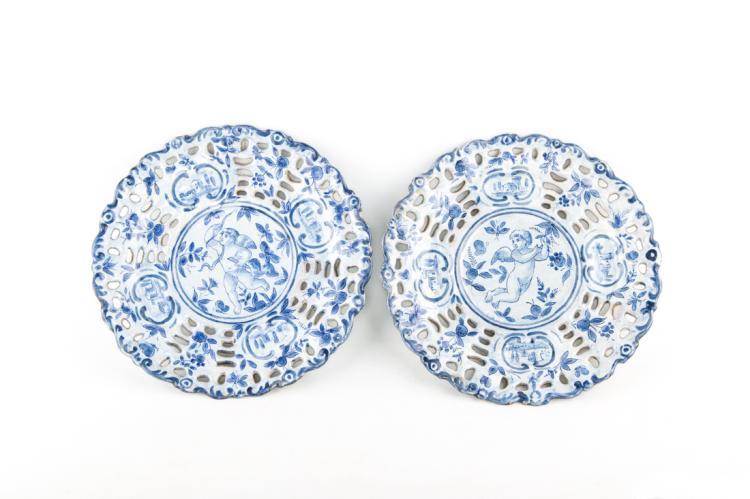 Coppia di piatti tondi in maiolica, Savona XVIII secolo. | Pair of round majolica plates, Savona XVIII Century