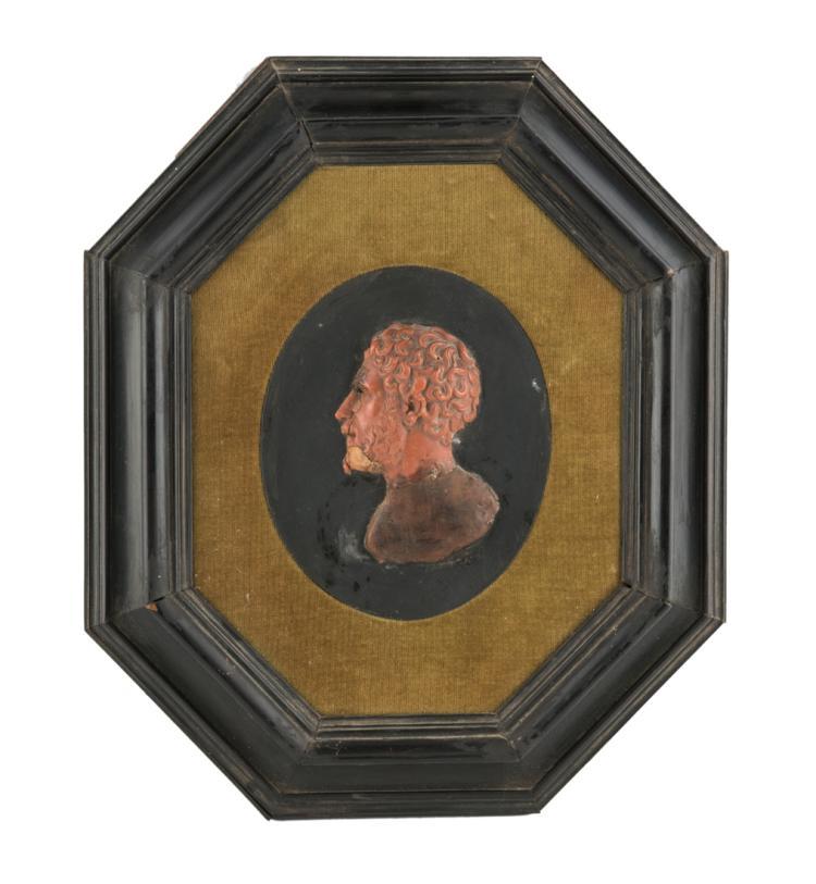 SCULTORE DEL XIX SECOLO Imperatore, bassorilievo in cera. | Emperor, bas-relief in wax.