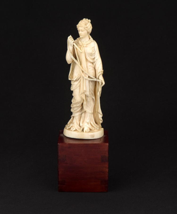 Vestale, scultura in avorio | Vestal, ivory carving
