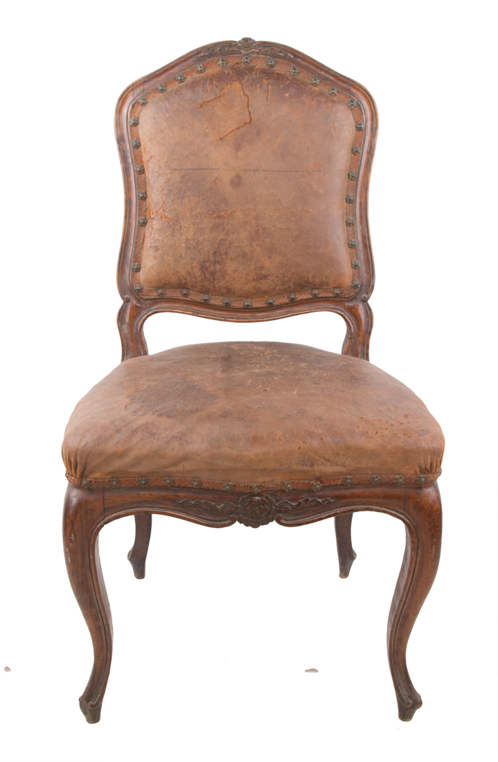 Sette sedie in legno di noce, Napoli seconda metà del XVIII secolo. | Seven walnut chairs, Naples second half of the XVIII Century.