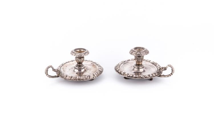 Coppia di bugie in argento sbalzato Napoli XIX secolo | Pair of embossed silver candle holders. Naples XIX Century.