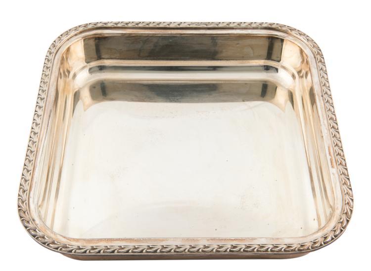 Vassoio portavivande in argento | Small silver tray.