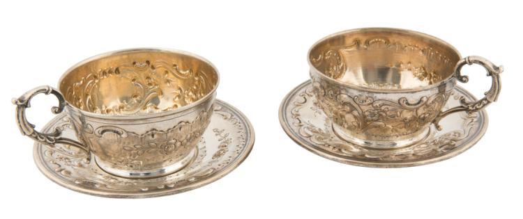 Coppia di tazze con piattino in argento | Couple of cups with silver saucer.