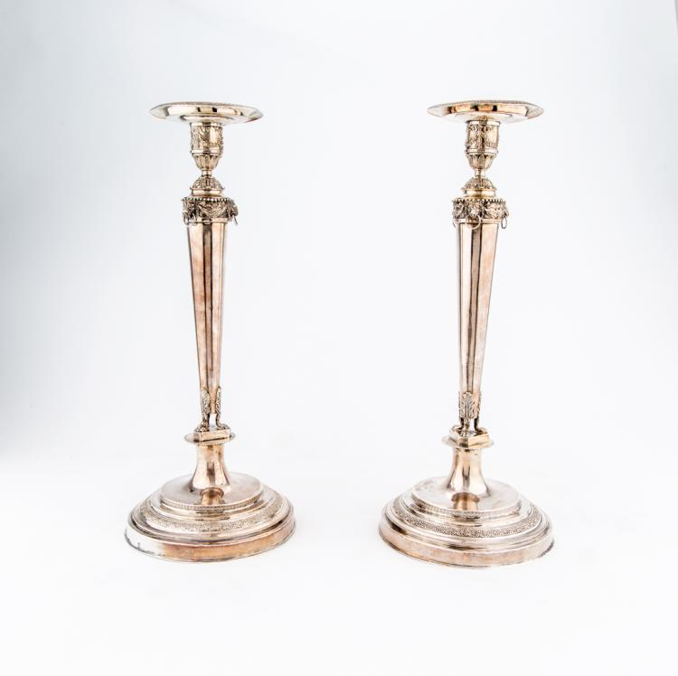 Coppia di candelieri in argento | Pair of silver candlesticks.