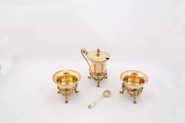 Due salierine e una piccola mostardiera in argento Vermeille | Two silver salt cellar and a small vermille mustard pot
