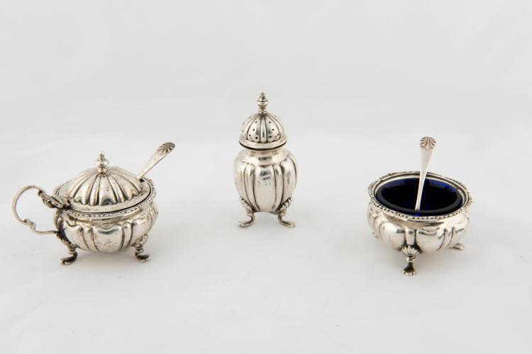 Saliera, senapiera e spargipepe in argento | Silver salt cellar, pepper cellar and Mustard pot