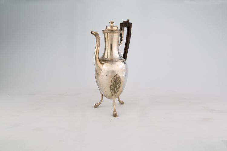 Elegante caffettiera stile impero in argento | Elegant silver coffee maker