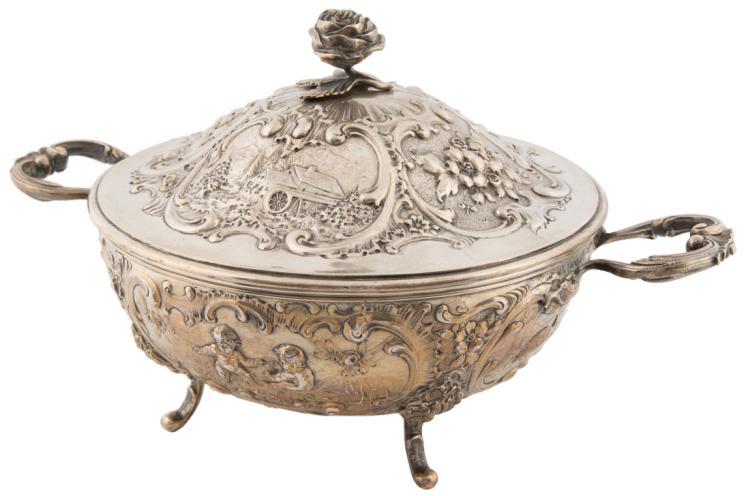 Splendida legumiera in argento. Arte tedesca del XIX secolo | Wonderful vegetable dish silver. Germany XIX Century.