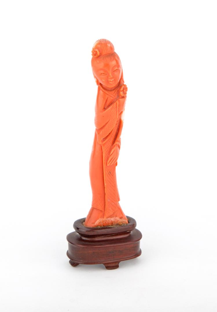 Guanyin, scultura in corallo. | Guanyin, coral sculpture.