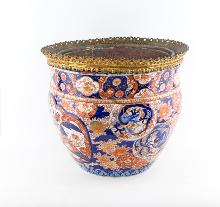 Cachepot in porcellana policroma, Giappone fine XIX secolo. | Polychrome porcelain cachepot, Japan late XIX Century.