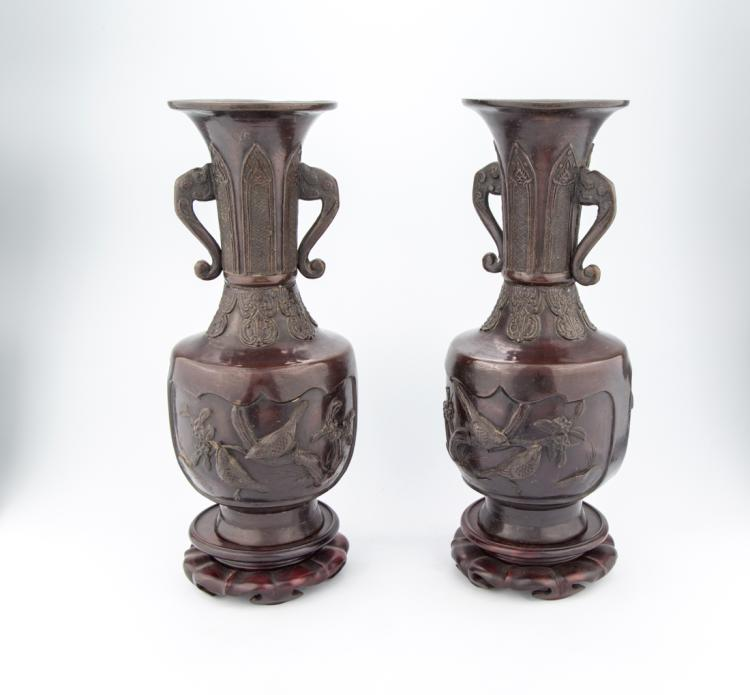 Coppia di vasi in bronzo, Cina XIX secolo. | Pair of bronze vases, China XIX Century.