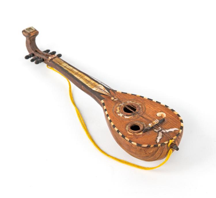 Mandolino in legno panciuto | Wooden Mandolin