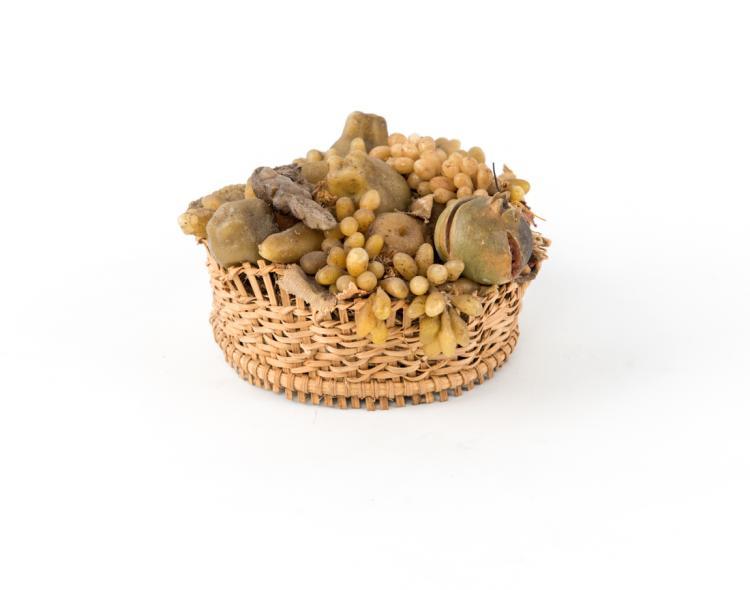 Cesto di frutta in cera pere uva e melograni | Basket with wax made fruit with grape and pomegranate pear