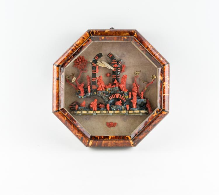 Presepe in corallo in teca ottagonale | Crib coral in an octagonal shrine
