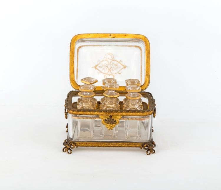 Cofanetto in cristallo di Boemia, con applicazioni in bronzo dorato e cesellato. | Casket in Bohemian crystal, with gilded and chiseled bronze application
