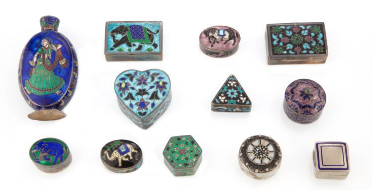 13 portapillole in argento e smalti cloisonnè e madreperla | Twelve pillbox silver and mother of pearl, and cloisonné enamels