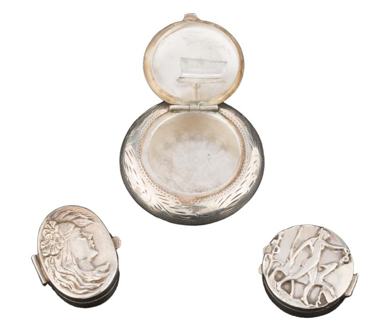 Lotto di tre portapillole in argento | Lot of three silver pillbox