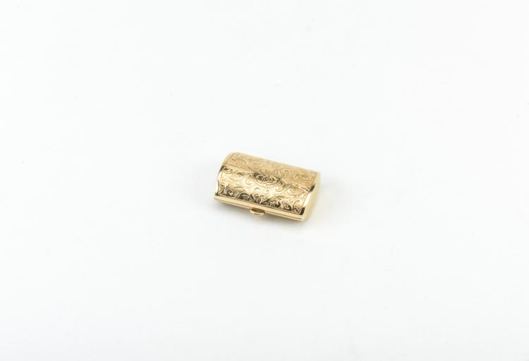 Portapillole a bauletto in oro giallo cesellato marcato Boucheron | Pillbox yellow gold chiseled Boucheron