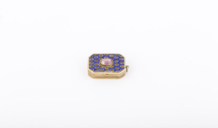 Scatolina dorata con smalti blu | Gilded box with blue enamel