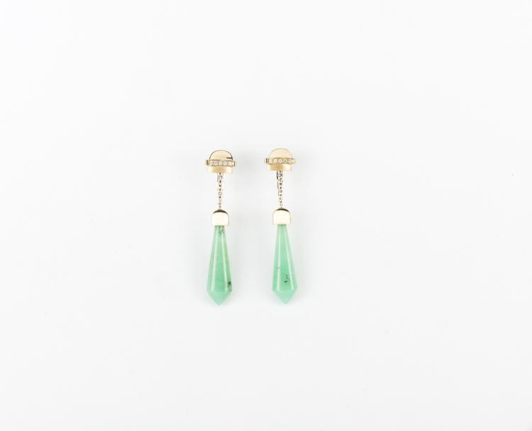 TIZIANO VIGNAROLI Orecchini in oro giallo con crisoprasio. | Earrings in yellow gold with chrysoprase.