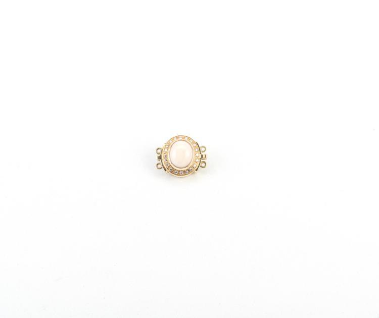 Chiusura in oro giallo, corallo rosa e brillanti | Necklace fastening in yellow gold, pink coral and diamonds