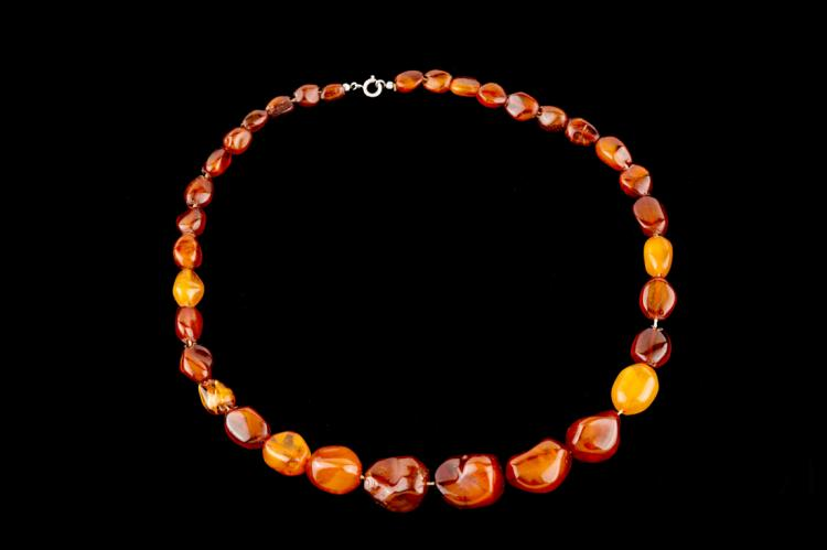 Collana ambra naturale g 32,40 | Natural amber necklace 32.40 g