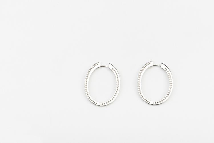 Orecchini in oro bianco a cerchio | White gold earrings
