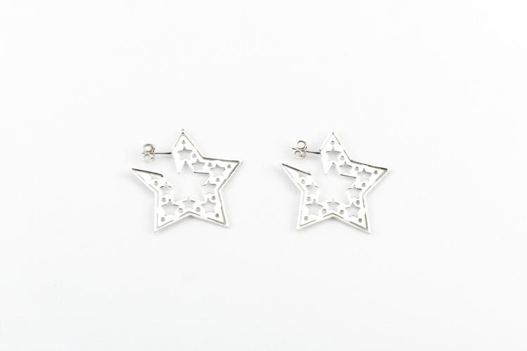 Orecchini a stella in oro bianco e diamanti | Star shaped earrings in white gold and diamonds