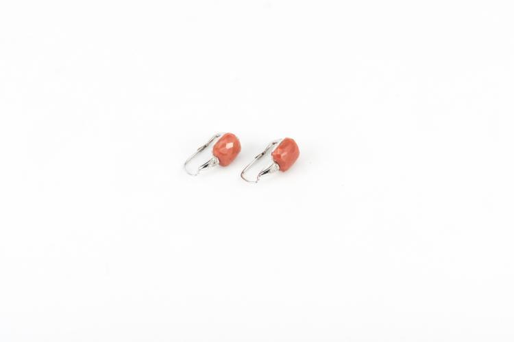 Orecchini in oro bianco e corallo cerasuolo | White gold earrings and coral cherry and diamonds