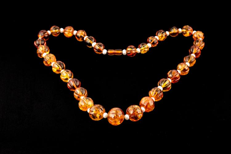 Filo d'ambra con perle d'acqua dolce | Amber string with freshwater pearls