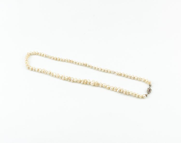 Filo di grandi perle naturali di forma irregolare | String of large natural pearls