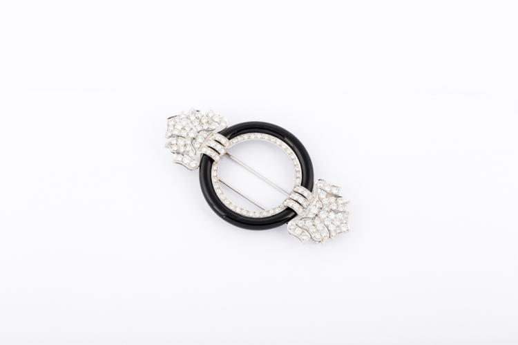 Bella Spilla in platino, con diamanti e onice | Brooch in platinum, diamond and onyx