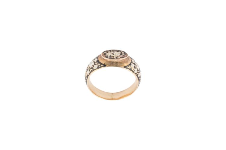 Anello in oro rosso | Red gold ring