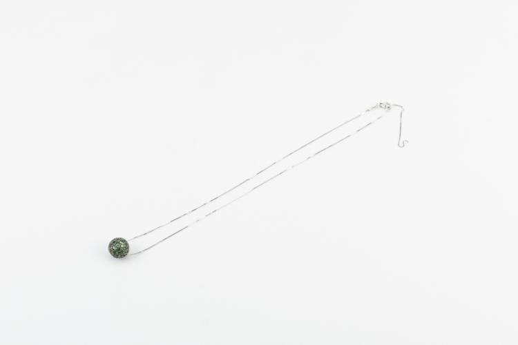 Collana e pendente in oro bianco e tzavorite | Necklace and pendant in white gold and tsavorite