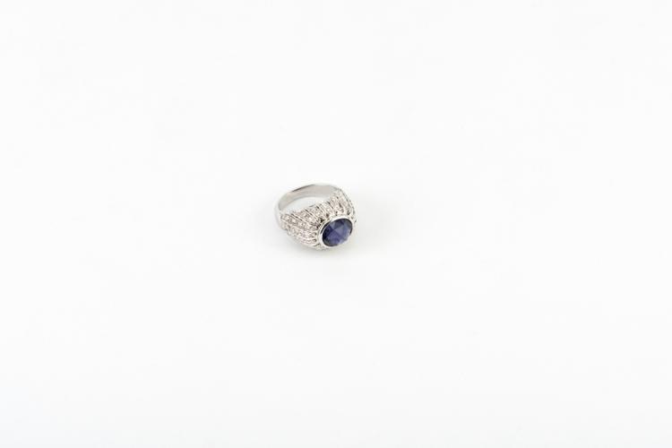 Anello in oro bianco con iolite e diamanti | White gold ring with iolite and diamonds