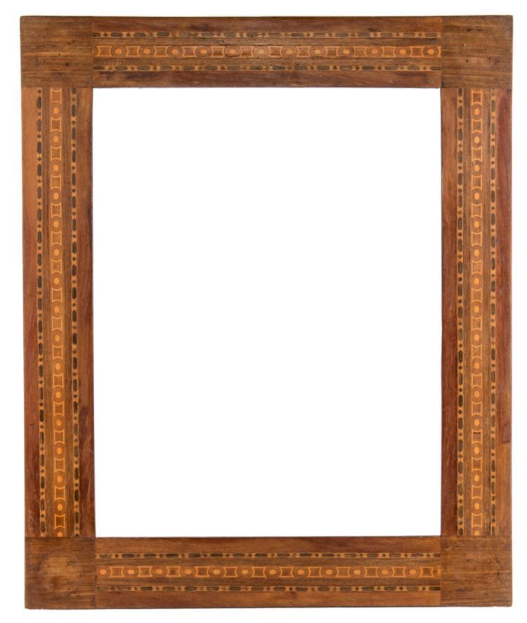 Coppia di cornici in legno di noce con intarsi geometrici. Fine XIX secolo | Pair of walnut wood frames with geometric inlays. Late XIX Century