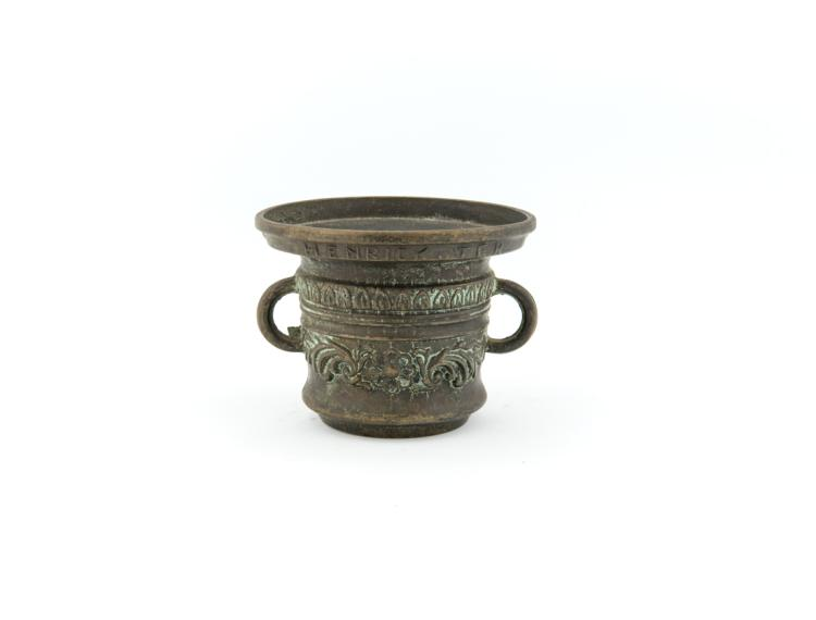 Mortaio in bronzo | Small bronze decorated amphora