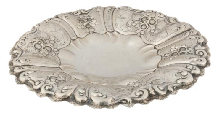 Centrotavola in argento sbalzato | Centerpiece in embossed silver