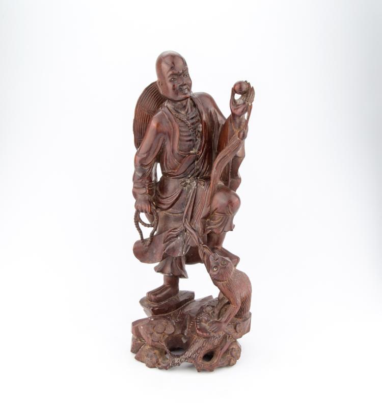Uomo e scimmia, scultura in legno | Man and ape, wood carving