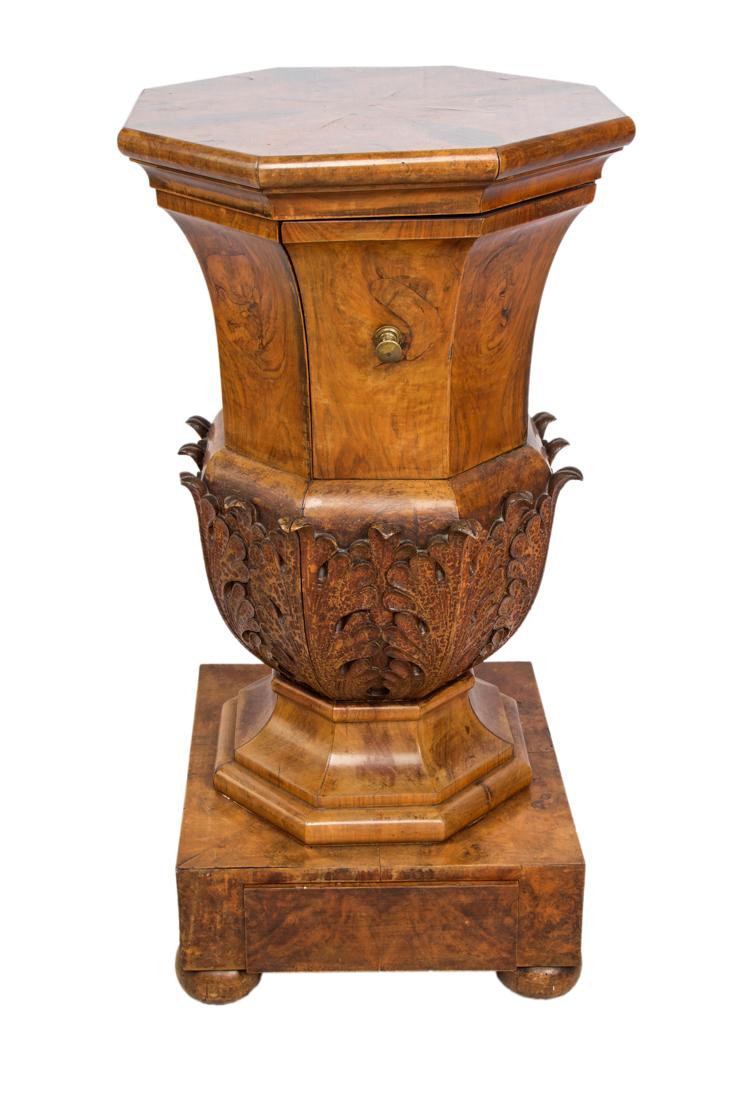 Comodino in radica di noce. XIX secolo | Bedside walnut table. XIX Century