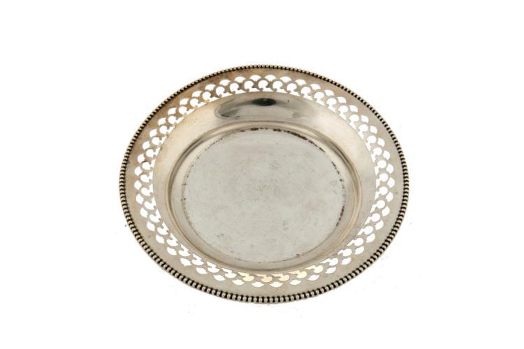 Piatto sottobottiglia in argento traforato   Perforated silver saucer