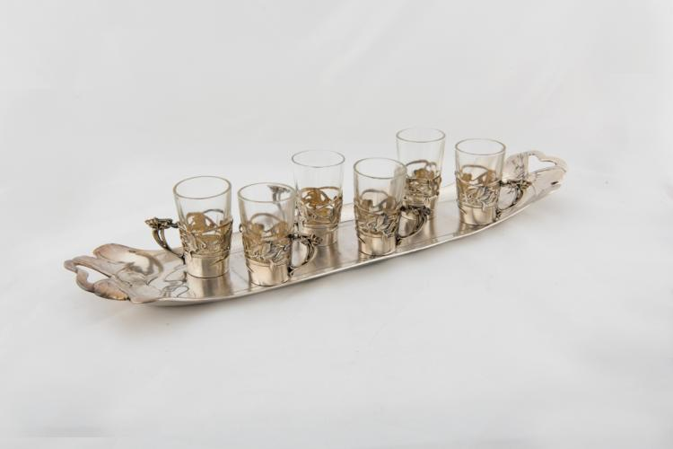 Vassoietto in metallo argentato con 6 bicchierini da rosolio | Silver metal tray with 6 liqueur glasses
