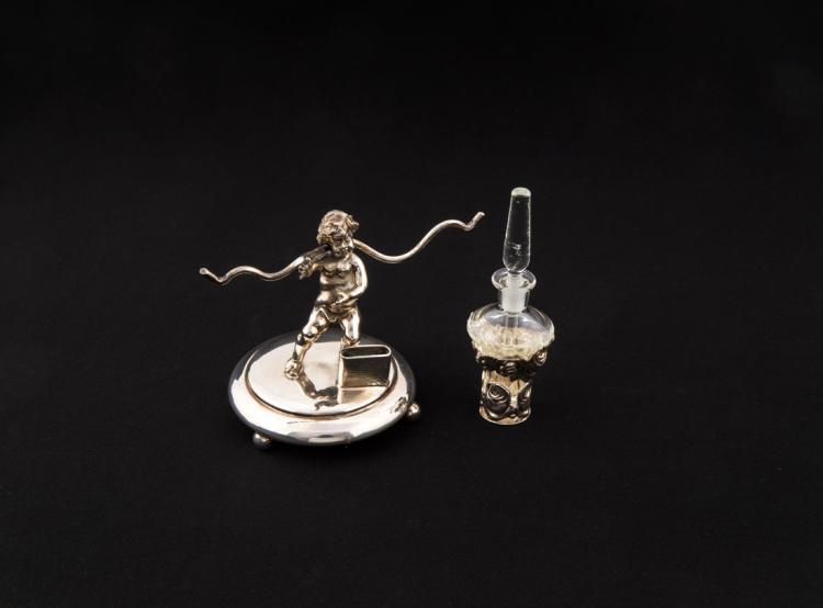 Putto e porta profumo, in vetro e argento | Small silver putto and a glass and silver perfume bottle