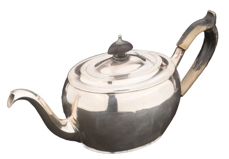 Piccola teiera in argento | Small silver teapot