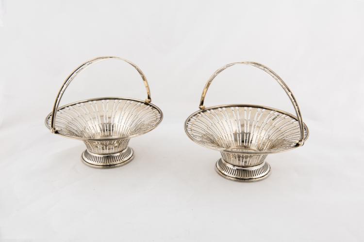 Coppia di cestini in argento traforato con manico | Pair of silver perforated baskets with handle