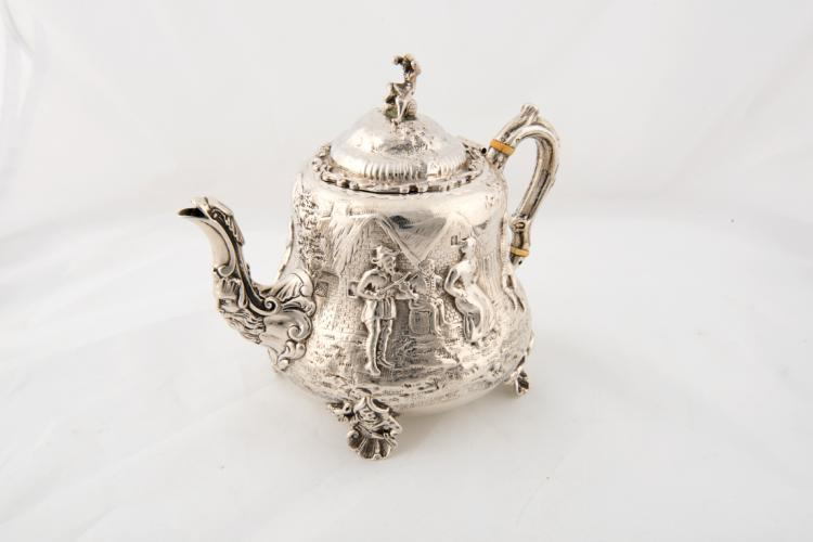 Piccola teiera in argento   Small silver teapot