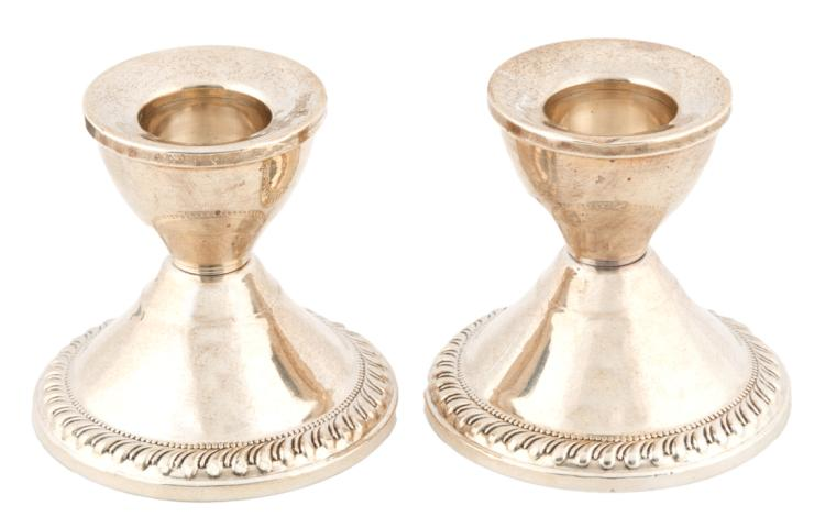 Coppia di candelieri in argento Sterling | Pair of Sterling silver candlesticks